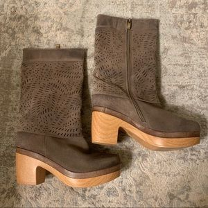ANTELOPE Tan Suede Boots